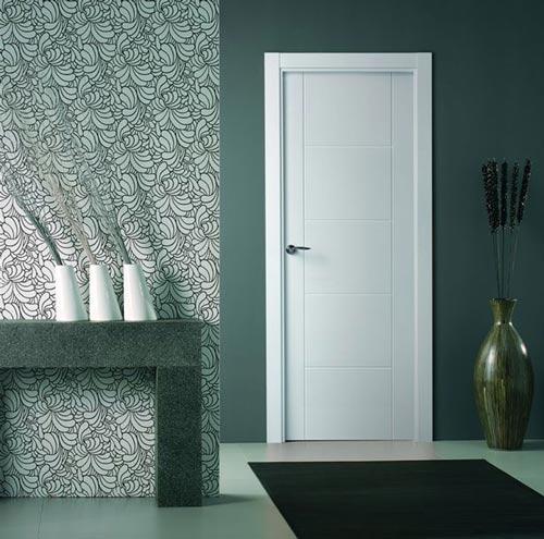 Puertas de interior lacadas en blanco for Puertas madera blancas